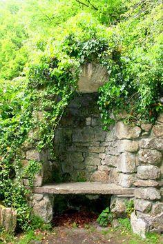 garden bench alcove
