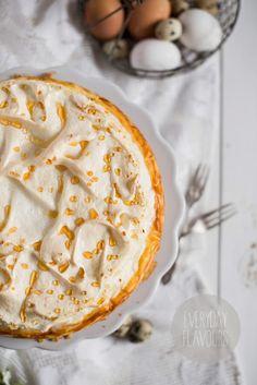 Dzisiaj prawdziwy klasyk i choć bardzo lubię eksperymentować w kuchni z różnymi ciastami ten klasyczny sernik ze złotą rosą lśniącą na bezo...