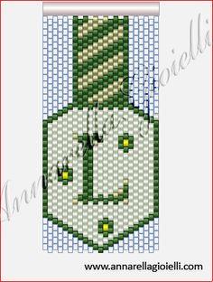 Se volete fare un bel regalo personalizzato con l'iniziale della persona questo è l'ideale.   Un portachiave realizzato al peyote (precisame...