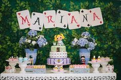 Veja idéias e inspirações para fazer uma festa com o tema Alice no país das maravilhas!