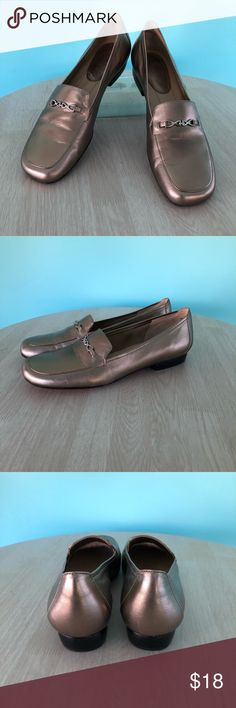 Women's Vintage Trotter's Loafers Women's Vintage Loafers Size 8N Excellent condition! Gold Trotters Shoes Flats & Loafers