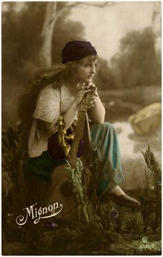 Stunning Vintage Gypsy - (thegraphicsfairy)