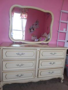 Shabby Chic French Provincial Girls Bedroom Set. Would Just
