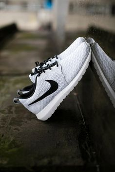 http://www.newtrendclothing.com/category/zapatos-nike/ Son zapatos negero y blancos