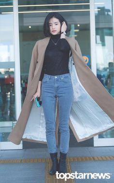 Kpop Fashion, Girl Fashion, Fashion Outfits, Womens Fashion, Airport Fashion, Airport Style, Korean Street Fashion, Korean Celebrities, Autumn Winter Fashion