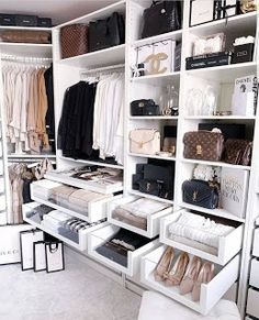 Unique closet design ideas will definitely help you utilize your closet space appropriately. An ideal closet design is probably the … Home Design, Interior Design Career, Interior Styling, Luxury Interior, Interior Decorating, Design Design, Luxury Bedroom Design, Interior Office, Bag Design