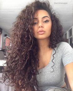 "1,268 curtidas, 3 comentários - curly.life (@curlyfeed) no Instagram: ""FOLLOW @Awesome.curls if you ❤️ CURLS👈 . . #curl #curls #curly #curlbox #curlsfordays #curlsonfleek…"" Pretty Hairstyles, Straight Hairstyles, Hair Inspo, Wavy Hair, Shiny Hair, Black Curly Hair, Curly Hair Styles, Natural Hair Styles, Hair Color"