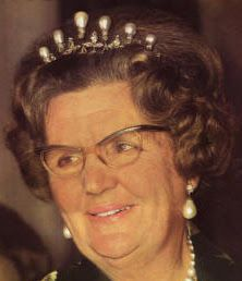 Tiara Mania: Queen Wilhelmina of the Netherlands' Antique Pearl Tiara