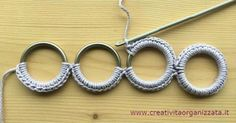 How to coat crochet rings and sew them- Video Tutorial - How to coat crochet rings and sew them together. The classic method to cover them together and sew - Crochet Rings, Crochet Sandals, Wire Crochet, Crochet Bracelet, Freeform Crochet, Knit Crochet, Diy Crafts Knitting, Spool Knitting, Diy Crafts Crochet