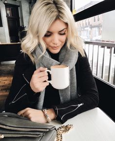Keeping cozy warm inside during the snow storm today ☕️❄️ Winter Fashion Outfits, Fall Winter Outfits, Autumn Winter Fashion, Spring Outfits, Snow Fashion, Winter Style, Simple Outfits, Casual Outfits, Cute Outfits