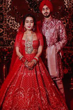 Red Lehenga, Lehenga Choli, Lehenga Blouse, Indian Wedding Outfits, Bridal Wedding Dresses, Bridal Outfits, Saree Wedding, Wedding Reception, Indian Wedding Photography Poses