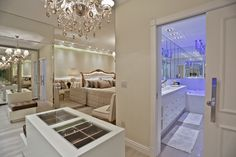 Suíte de casal com closet e decoração clássica, neutra e sofisticada! - Decor Salteado - Blog de Decoração e Arquitetura