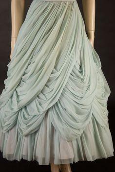 Elegant and full draped skirt. Draped Fabric, Draped Dress, Drape Gowns, Draping Techniques, Fabric Manipulation Techniques, Paris Couture, Pattern Draping, Fashion Details, Fashion Design