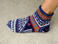 """This pattern comes from Priscilla Gibson-Robert's book """"Ethnic Socks and Stockings"""". I enjoyed knitting them, however made a few changes in . Fair Isle Knitting, Knitting Socks, Hand Knitting, Knit Socks, Knitting Patterns Free, Knit Patterns, Ravelry, Woolen Socks, Knitted Slippers"""