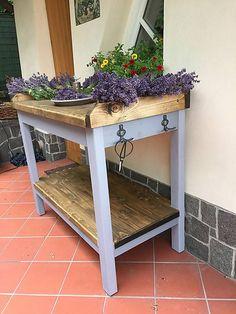 Záhradnícky stolík