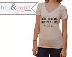 Niet lezen de volgende zin, u beetje Rebel v-hals / / grappige Short Sleeve Shirt / / Rebel T-Shirt / / Funny Shirts / / hilarische kleding