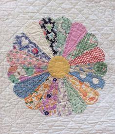 Dresden plate quilt mint condition