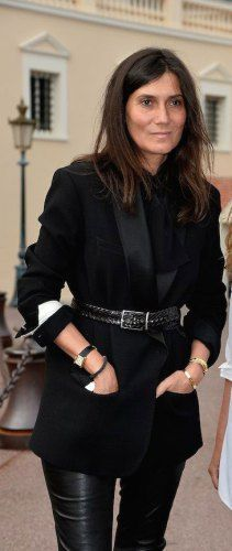 In the July 2014 issue of British VOGUE, Emmanuelle Alt talks with Jo Ellison and reveals the secrets of Parisian style and the essentials of her own highly regarded wardrobe. Here's the shor…