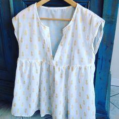 Une blouse pour des après-midi de février , 21 degrés en Gironde . Ça le fait ☀️☀️. Bon week end et bonnes vacances pour certains   #vetementssimplesetfacilesaufeminin#editionsdesaxe#ananasfabric#jeportecequejecouds #couture #coutureaddict #diy #patternhack #patternhacking #volant #homemadewardrobe #sewing #sewerofinstagram #memade #fabric #ootd #handmade#couturedebutant#fronce#blouse#pattern#couture#jeportecequejecouds#instacouture#instasewing#tissus#cousumain#handmade#sewingaddict