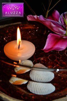 Vela flotante media esfera mediana para centro de mesa con flores. ALUZZA.