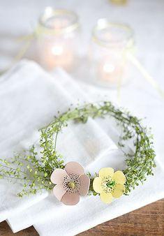 kleiner maikranz aus hirtentäschel und papieblüten  wunderschön-gemacht