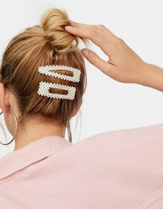 Hair Clips 83995 Set of 2 pearl barrettes - Hair accessories Bobby Pin Hairstyles, Headband Hairstyles, Braided Hairstyles, Retro Hairstyles, Party Hairstyles, Hair Scarf Styles, Long Hair Styles, Hair Clip Styles, Hair Beads