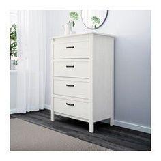 IKEA - BRUSALI, Kommode mit 4 Schubladen, , Das Zuhause soll ein sicherer Ort für die ganze Familie sein. Deshalb ist ein Beschlag beigepackt, mit dem die Kommode an der Wand befestigt werden kann.Leichtgängige Schubladen mit Ausziehsperre.