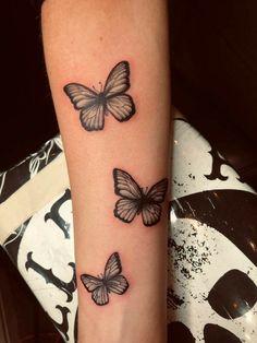 Hand Tattoos For Girls, Wrist Tattoos For Women, Tattoos For Guys, Butterfly Tattoos For Women, Butterfly Tattoo Designs, Butterfly Tattoo On Hand, Henna Tattoo Designs Simple, Simplistic Tattoos, Pretty Tattoos
