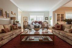 Essa sala de estar vai encantar fãs de decoração clássica: https://www.homify.com.br/livros_de_ideias/2657460