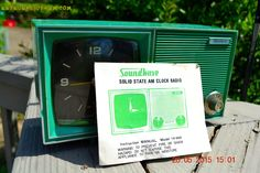 KELLY Green Retro Jetsons Vintage 1960's or 1970's Soundwave AM Solid State Clock Radio Alarm WorksS! by RetroRadioFarm on Etsy