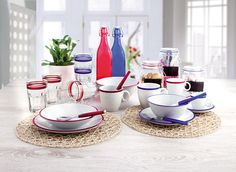 ¿Te gustaría tener un diseño tribal y minimalista en tu mesa? Descubre entonces la vajilla de porcelana Colortonic.