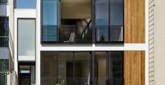 Planos de casa pequeña de 42 metros cuadrados House Floor Plans, Tiny House, Blinds, Garage Doors, Flooring, Outdoor Decor, Casas Ideas, Home Decor, Two Story Houses