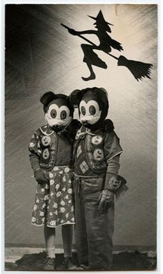 pictures of old black and white family  outings  photos | Totally Odd, Eerie & Spooky Vintage Halloween Photos: Part Two ...