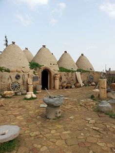 Ancient houses of Harran, Turkey. Harran was first founded Unusual Buildings, Underground Cities, Sustainable Tourism, Travel Tours, Travel Hacks, Turkey Travel, Going On Holiday, Arran, Beautiful Places To Visit