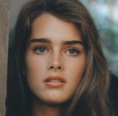 Brooke Shields Pretty People, Beautiful People, Brooke Shields Young, Vaquera Sexy, 90s Grunge Hair, Megan Young, October Fashion, Girl Photo Poses, Old Actress