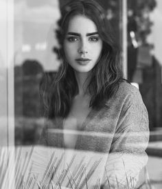 Photos of Beautiful and Amazing Lily Collins