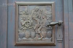 Az Egri Bazilika Magyarország második legnagyobb temploma, legalábbis a székesegyházban elhelyezett írásos ismertető értelmében. Nem mellesleg Hild József egyik legnagyszerűbb alkotása. Tartsatok velem képes beszámolóm során.The Basilica of Eger is the second largest church of…