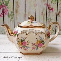 Sadler cube floral teapot in very good condition. China Teapot, China Tea Cups, Teapots And Cups, Teacups, Cafetiere, Cuppa Tea, Tea Art, Chocolate Pots, My Tea