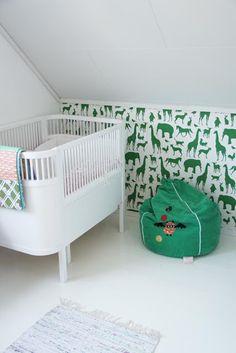 Kids room - 6 Beautiful Ways to Wallpaper Your Nursery White Nursery, Nursery Neutral, Nursery Room, Kids Bedroom, Baby Room, Nursery Decor, Jungle Nursery, Room Kids, Jungle Theme