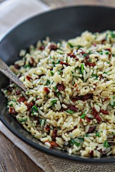 easy rice pilaf Tips for how to make perfect, flavorful rice + a recipe for this tasty and easy dinner side dish: Sun Dried Tomato Spinach Rice Pilaf. Easy Rice Pilaf, Rice Pilaf Recipe, Spinach Rice, Tomato Rice, Dinner Side Dishes, Dinner Sides, Vegetarian Recipes, Cooking Recipes, Healthy Recipes