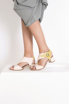 lookbook verano 2016 - RAY MUSGO Zapatos ecologicos de mujer #sandalias #sandals #musgo #natural #sincromo #cromo #metales #alergias #natural #sinniquel #niquel #nickelfree #chrome #chromefree Kitten Heels, Natural, Shoes, Fashion, Shoe Collection, Shoes Sandals, Sustainable Fashion, Clogs, Spring Summer 2016