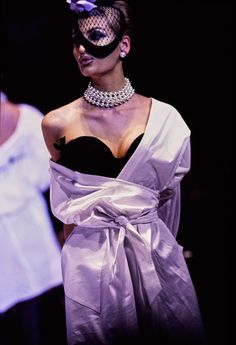 Mugler Fall 1995 Couture Fashion Show - Daily Fashion Outfits Grunge Look, 90s Grunge, Grunge Style, Grunge Outfits, Soft Grunge, Fashion Guys, Fashion Tips For Women, Fashion Week, 90s Fashion