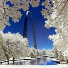 St Louis arch after the snow
