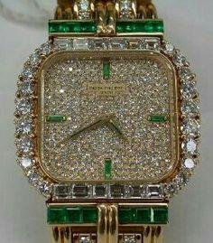 Elegante reloj brillantes y esmeraldas