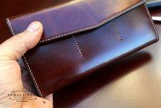 Velká peněženka z kůže se zipem vyrobená na zakázku.