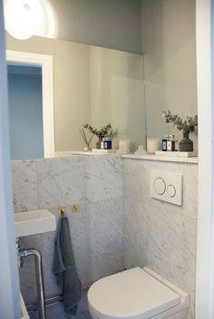 Nu är gästtoaletten klar! Silver Bathroom, Tile Layout, Architectural Digest, Vintage Wood, Luxury Homes, Tile Floor, Bathtub, Flooring, Interior Design