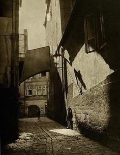 U_2092_850730191766_Dal_libro_The_face_of_Prague.jpg