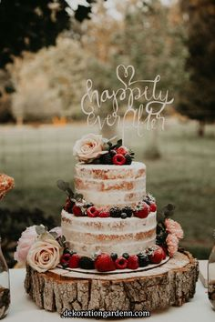 Wedding cake details Hailey J Photo - Brautparty Ideen Fancy Wedding Cakes, Wedding Cake Rustic, Wedding Cake Designs, Summer Wedding Cakes, Wedding Cakes With Fruit, Farm Table Wedding, Rustic Cake, Fall Wedding, Our Wedding