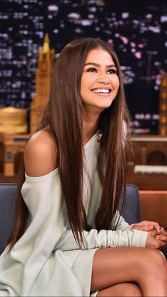 curly hairstyles guys, hairstyles pixie, pictures of short hairstyles for women over layered hairstyles for medium length protective hairstyles for natural after washing, womens hairstyles at baaghi hairstyles. Pelo Zendaya, Mode Zendaya, Zendaya Outfits, Zendaya Style, Zendaya Makeup, Zendaya Fashion, Zendaya Clothes, Pretty People, Beautiful People