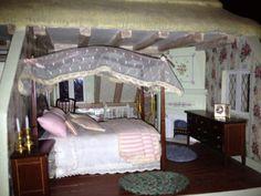 Franklin Mint Rose Cottage Limited Edition Doll House   Bedroom